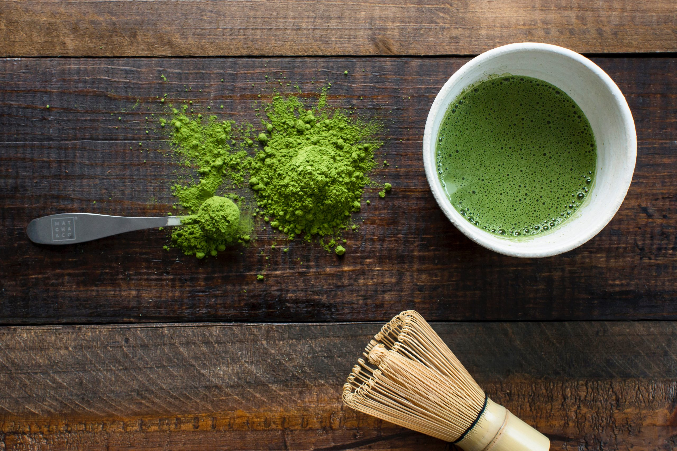 green tea fat burner in a cup on top a wooden surface